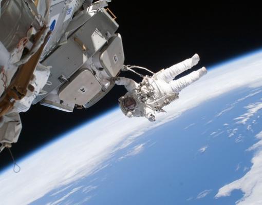 הליכת חלל. קרדיט: NASA
