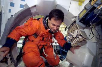 אילן רמון במעבורת החלל קולומביה | צולם על ידי צוות הקולומביה