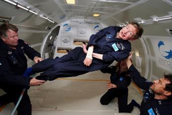 """הוקינג, שחלם להיות אסטרונאוט, חווה מיקרו-כבידה לכבוד יום הולדתו ה-65. קרדיט: נאס""""א"""