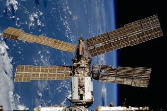 תחנת החלל מיר, לאחר ההתנגשות | צילום: NASA