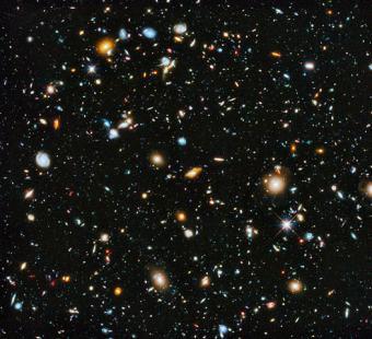 תמונת החלל העמוק של טלסקופ האבל, מראה כמה מהגלקסיות הרחוקות ביותר הידועות לנו | צילום: נאס״א