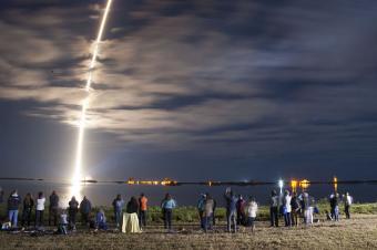 המשגר Atlas V, שיישא את דוכיפת 2, בין השאר   צילום: NASA/Ben Smegelsky