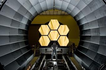 המראות של טלסקופ החלל ג'יימס ווב. הדור הבא של הצפייה ביקום