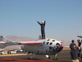 האסטרונאוט מייק מלוויל לאחר זכייתו ב- 29.9.2004   צילום: Renegadeaven; Wikipedia