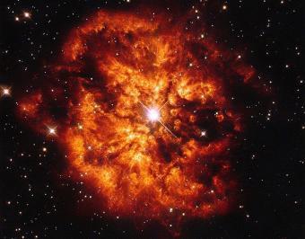 הערפילית M1-67 סביב לכוכב וולף-ראייה 124 (לפני הפיכתה לבועה), כפי שצולמו על ידי האבל. קרדיט: ESA/Hubble