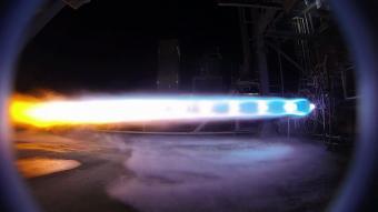 המנוע החדש בעת ניסוי הבכורה. קרדיט: Blue Origin