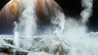 אדי מים פורצים החוצה באירופה, ירחו של כוכב הלכת צדק | אילוסטרציה: NASA's Goddard Space Flight Center