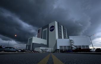 """מטה נאס""""א במרכז קנדי, נמל החלל קייפ קנוורל, פלורידה   צילום: NASA/Bill Ingalls"""