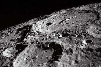 מכתשי ענק על פני הירח | NASA Apollo