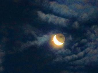 הירח ואלדברן בשמים | Mark Mathosian