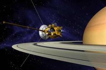 החללית קאסיני ושבתאי   איור: NASA