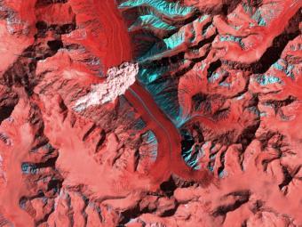 מפולת שלגים נתפסה על חם מהחלל