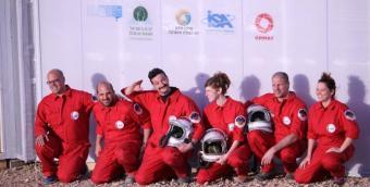 הרמונאוטים בשטח, לקראת משימת הדמיית מאדים במצפה רמון | צילום: מנחה נופה