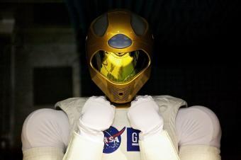 """הרובונאוט של נאס""""א: רובוט משוכלל דמוי אדם, המבצע מגוון משימות בחלל   NASA"""