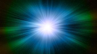 מהירות האור היא עצומה, אך מרחבי היקום מגמדים אותה