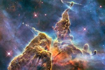 ערפילית קארינה המכילה מספר אזורים בהם נוצרים כוכבים חדשים. הערפילית מרוחקת מאתנו כמה אלפי שנות אור | NASA