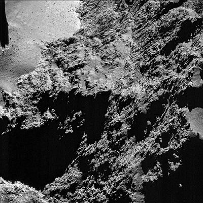 """תקריב של כוכב השביט ממרחק 8.8 ק""""מ"""