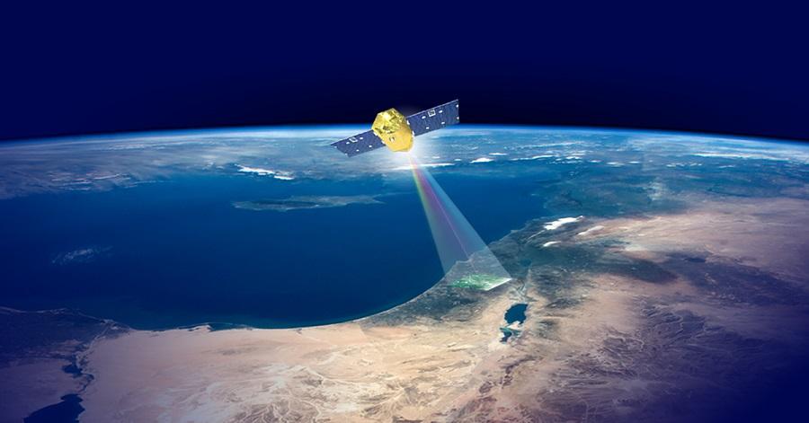לוויין ונוס מרחף מעל כדור הארץ ביחד עם הכותרת ונוס בטבע שלך